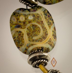 picture of a lampworked bead
